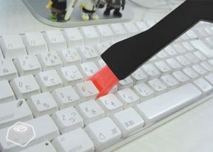 Use um Pincel para limpar entre as Teclas